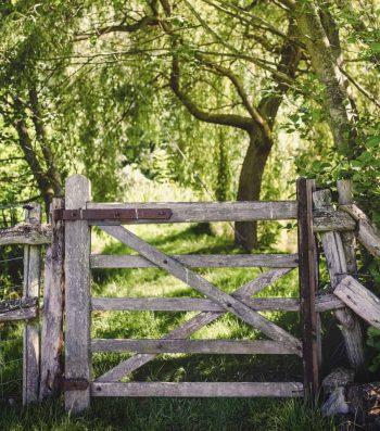 green-hill-farm-wooden-gate